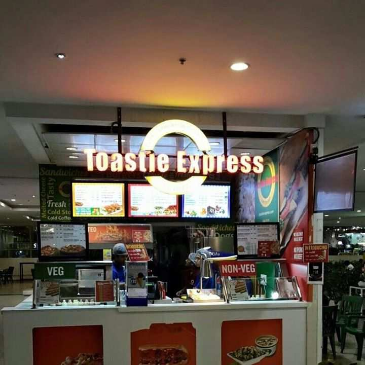 Chandra Metro Mall Food Court