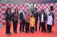 KidZania India promoters, management & kids with Shah Rukh Khan